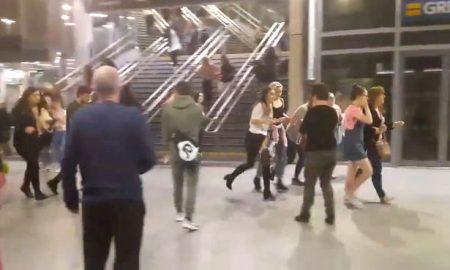 Attentato Manchester, kamikaze fa strage di adolescenti al concerto di Ariana Grande. Bomba di chiodi13