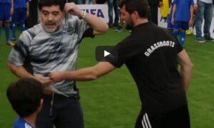 YOUTUBE Maradona messo a terra da un baby calciatore