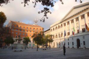 Roma, senzatetto ubriaco accoltella uomo alla fermata del bus a Trastevere
