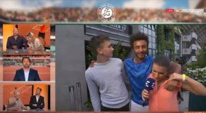 YOUTUBE Maxime Hamou, tennista molesta giornalista Maly Thomas in diretta. Espulso da Roland Garros