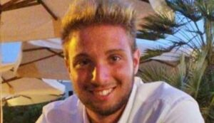 Trecate (Novara), auto si ribalta e finisce sotto un tir: Michele Bianchi muore
