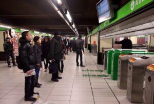 Milano, metropolitana linea 3 bloccata per un cane in galleria