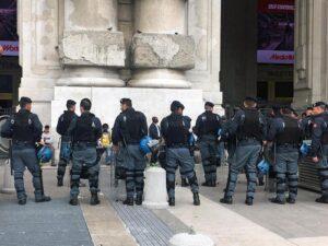 Migranti Milano, controlli a tappeto in Stazione Centrale. Arriva anche Salvini01