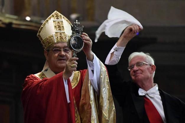 San Gennaro, il sangue si è sciolto: si rinnova il miracolo di maggio