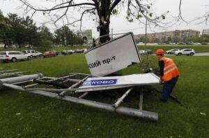 YOUTUBE Tempesta su Mosca, 14 morti: vento e pioggia come un uragano