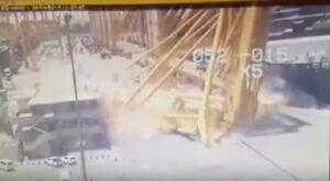 Nave sbatte con la banchina: enorme gru crolla