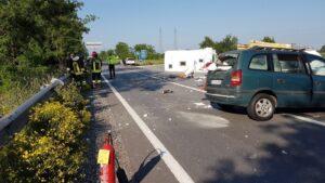 Nuvolera (Brescia), tampona roulotte: rottame trapassa auto e uccide conducente