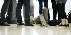 Bullismo a Nocera Inferiore, 12enne insultato e picchiato da coetanei