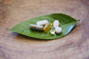 Omeopatia (acqua e zucchero) non fa male. Ma non è medicina, neanche alternativa. Tre idee che fanno morti
