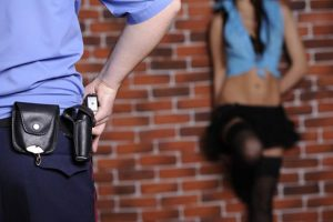 La Spezia, arrestato ex poliziotto: gestiva casa di appuntamenti