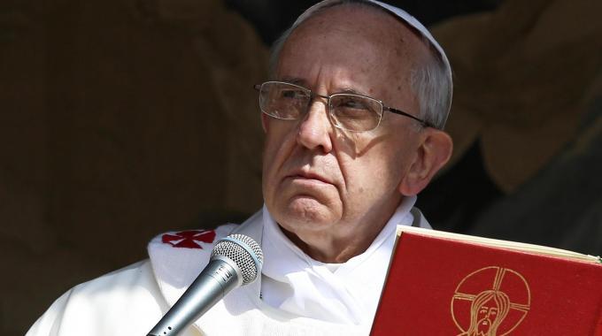 """Papa Francesco contro gli Usa: """"Chiamano madre una bomba, mi sono vergognato"""""""