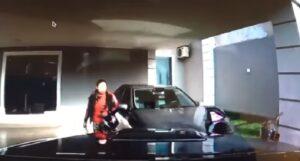 Trova ladri in casa, li travolge col pick-up e li insegue speronandoli