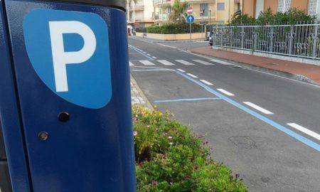 Parcheggio blu sotto casa, quanto costa? Gratis a Roma, da 25 euro a Genova, fino a 180 a Torino