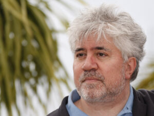 """Festival di Cannes, Pedro Almodovar contro Netflix: """"Paradosso la Palma ad un film non in sala"""""""