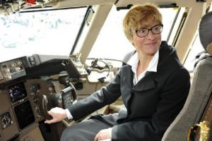 """Roberta Pinotti e l'aereo blu: la ministro prosciolta, maresciallo """"spione"""" a processo"""