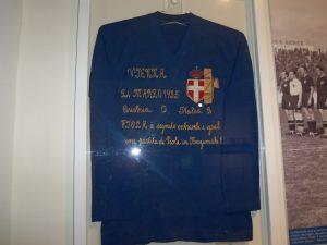 Figc: la maglia di Silvio Piola per la festa della mamma con il fascio littorio. Ma era il 1935...