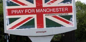 """Attentato Manchester, polizia: """"Sappiamo chi è stato"""". Caccia all'uomo"""