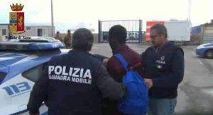 """Rimini, tunisino al poliziotto: """"Qui comando io. Togliti la divisa, finocchio napoletano"""""""