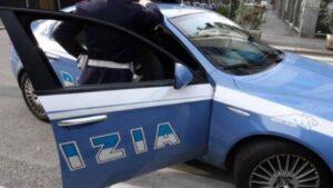 Napoli, tenta di scippare anziana turista su sedia a rotelle: arrestato