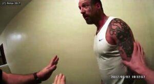 Prende a colpi in testa due agenti di polizia e li manda all'ospedale: condannato all'ergastolo