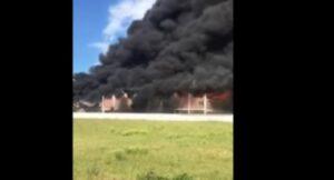 Incendio Pomezia, le pareti del capannone crollano per il calore