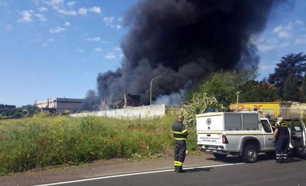 Incendio Pomezia, rischio amianto e diossina. Si indaga sulla Eco X