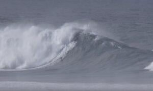 Francisco Porcella vince l'Oscar del surf per aver cavalcato un'onda da 22 metri