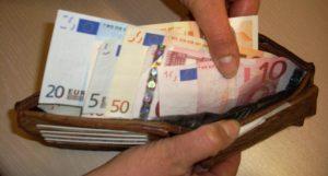 Castellucchio, trova portafogli con 33 mila euro e lo restituisce