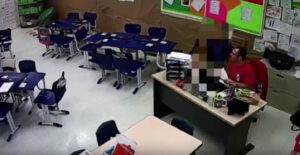 Professore bacia studente di 10 anni, VIDEO lo incastra: licenziato e denunciato