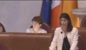 """Virginia Raggi: """"Governo deve aiutare lavoratori Alitalia"""""""