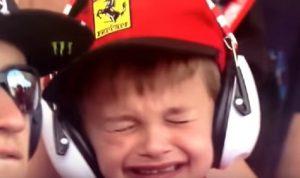 YOUTUBE Kimi Raikkonen si ritira, il bambino piange nel box Ferrari
