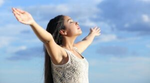 Respirare a fondo aiuta a sentire meno dolore. Ecco perché...