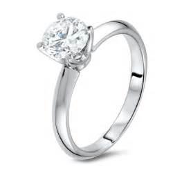 Un anello con diamante