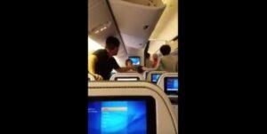 YOUTUBE Si prendono a pugni sull'aereo prima del decollo