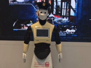 YOUTUBE A Dubai il primo poliziotto robot al mondo