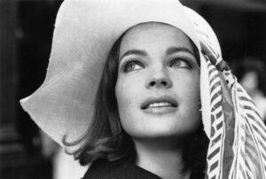Romy Schneider, profanata a Parigi la tomba dell'attrice morta nel 1982