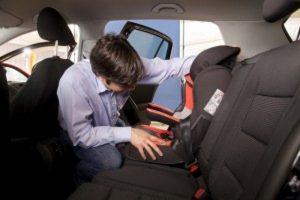 Seggiolini per bambini in auto: 6 su 10 non li usano