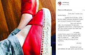 """Sonia Bruganelli e la foto delle scarpe Chanel alla figlia su Instagram, gli utenti: """"Spreco, vergogna"""""""