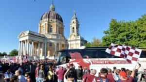 Superga, atti vandalici e scritte offensive contro il Grande Torino