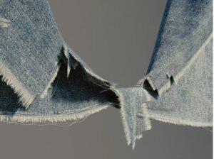 Vestito si strappa? Dimenticate ago e filo, arriva il tessuto che si auto-ripara