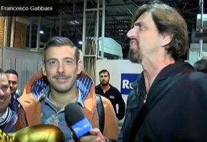 """Francesco Gabbani riceve il Tapiro d'oro di Striscia: """"Ho perso perché..."""" VIDEO"""