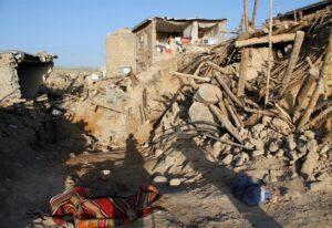 Terremoto Iran, forte scossa 5.7 a 800 km da Teheran: 2 morti e black out