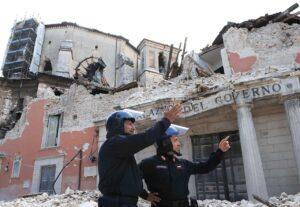 """Terremoto L'Aquila, familiari vittime: """"Lo Stato rivuole indietro i soldi dei risarcimenti"""""""