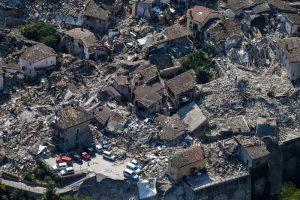 """Terremoto: dopo 9 mesi 5% """"casette"""" (si fanno in 9 giorni). Tu chiamala, se vuoi, burocrazia"""