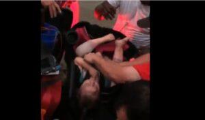 Tornado in Texas, neonato legato al seggiolino salvato da auto finita capovolta