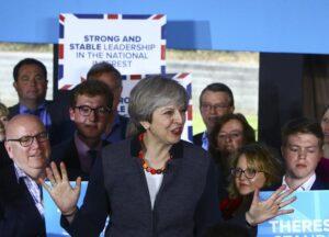 Gran Bretagna al voto: Theresa May dalla Regina per scioglimento Camere