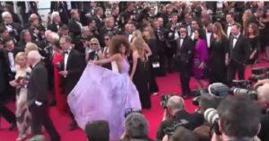 Kina Kunakey, fidanzata 20enne di Vincent Cassel a Cannes con l'abito farfalla