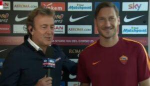 """Francesco Totti, incursione davanti telecamere Sky: """"Stanotte non dorme neanche io"""""""