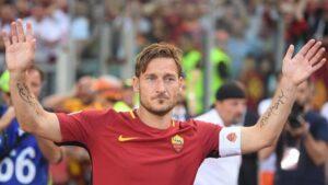 """Francesco Totti, Mario Adinolfi: """"Non ha mica fatto la storia, è Roma che è cafona"""""""