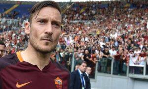 """Francesco Totti, il tifoso che ha preso il pallone in tribuna: """"Non lo vendo, è sacro"""""""